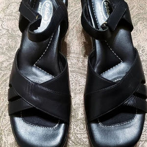 UPPER LEATHER SANDALS.
